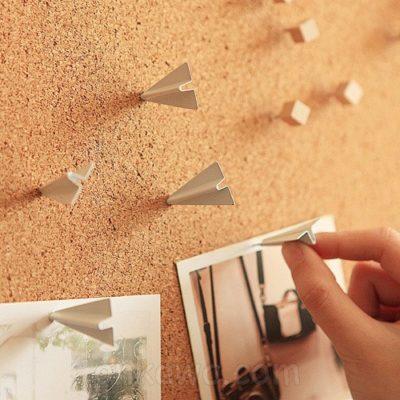 Chinchetas avión de papel
