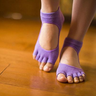 Calcetines yoga con empeine abierto y sin dedos lilas