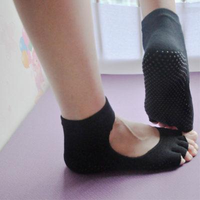 Calcetines yoga con empeine abierto y sin dedos negros