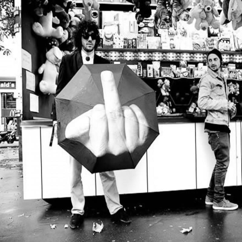 Resultado de imagen de paraguas dedo