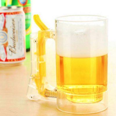 Jarra de cerveza genera espuma